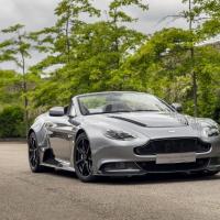 Компания Aston Martin представила Vantage Roadster GT12
