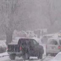 Снежный занос превратил дорогу в каток!